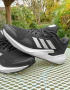 adidas Running - Alphatorsion - Sorte og hvide sneakers